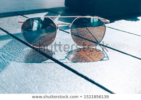 óculos de sol tabela café feliz luz bolo Foto stock © laciatek