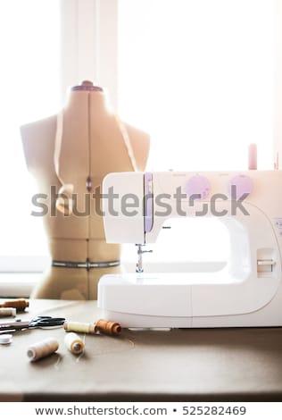 Biuro maszyny do szycia moda tkaniny szczegóły pracy Zdjęcia stock © Yatsenko