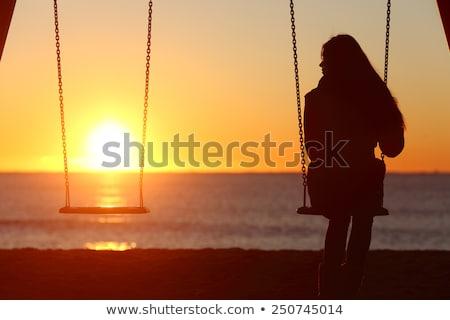 女性 · 熱帯ビーチ · シルエット · ロープ · スイング · 日没 - ストックフォト © monkey_business