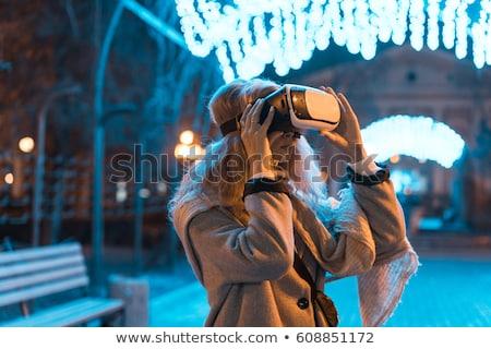Giovane ragazza esperienza auricolare realtà Night City Foto d'archivio © tekso