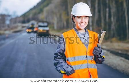 női · építőmunkás · visel · munkavédelmi · sisak · pózol · idejétmúlt - stock fotó © photography33