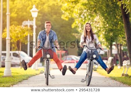 Foto stock: Mulher · homem · equitação · bicicleta · ao · ar · livre · mulher · jovem