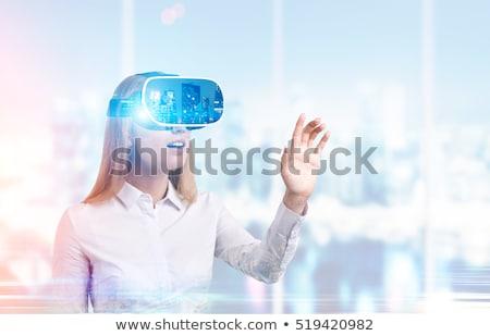 zdziwiony · kobieta · faktyczny · rzeczywistość · urządzenie · studio - zdjęcia stock © deandrobot