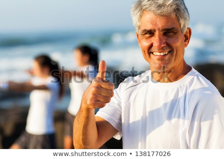 Glimlachend vrouw gebaar goedkeuring Stockfoto © Giulio_Fornasar