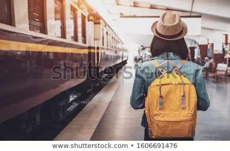 Belo turista mulher estação de trem mochila Foto stock © artfotodima