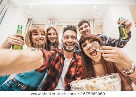 gelukkig · vrienden · smartphone · home · vriendschap - stockfoto © dolgachov