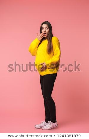 Geschokt jonge zwangere vrouw poseren Stockfoto © deandrobot