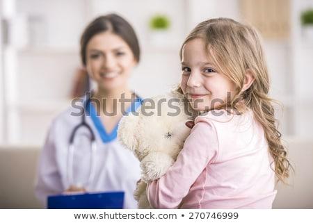 sorridere · infermiera · femminile · ripieno · orso · isolato - foto d'archivio © dashapetrenko