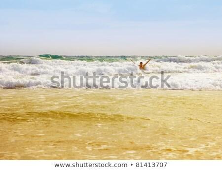 man · vakantie · zee · ontspannen · jonge · man · handen - stockfoto © pzaxe