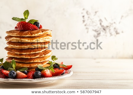 блин · завтрак · десерта · ягодные · изолированный - Сток-фото © m-studio