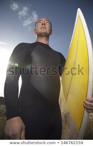 Alulról fotózva kilátás férfi hordoz szörfdeszka áll Stock fotó © wavebreak_media
