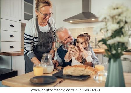 feliz · senior · mulher · café · da · manhã · foco · sessão - foto stock © wavebreak_media