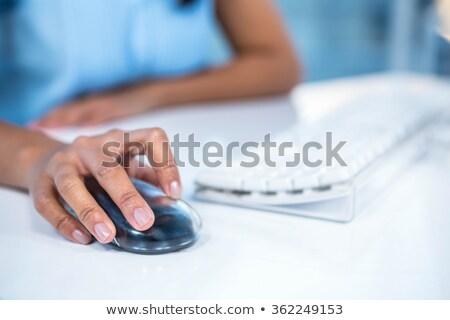 Kép üzletasszony egeret használ asztal számítógép billentyűzet Stock fotó © wavebreak_media