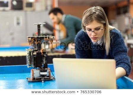 fiatal · technikus · dolgozik · törött · számítógép · iroda - stock fotó © elnur