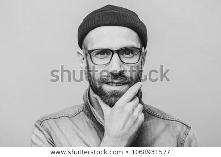 Satisfecho barbado masculina mano barbilla moda Foto stock © vkstudio