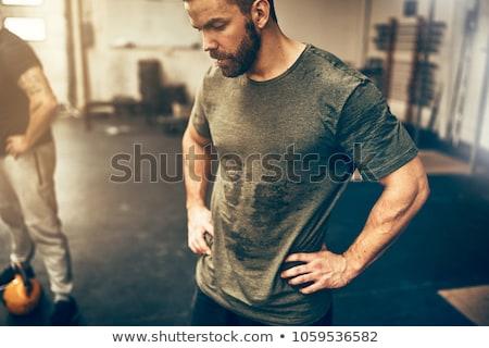 Uomo sfinito allenamento rilassante acqua potabile stile retrò Foto d'archivio © HASLOO