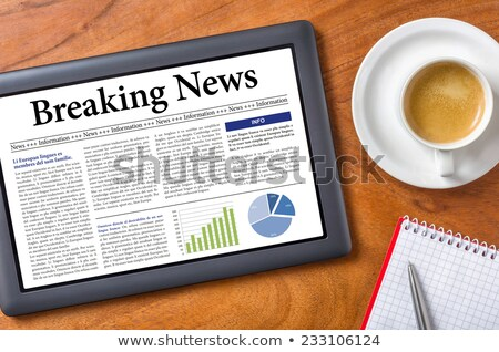 Tabletta asztal rendkívüli hírek üzlet számítógép kávé Stock fotó © Zerbor