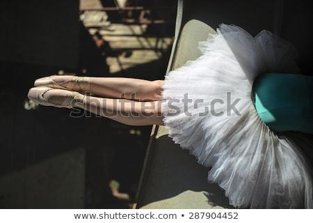バレリーナ 座って エッジ 橋 フィート ダンサー ストックフォト © bezikus