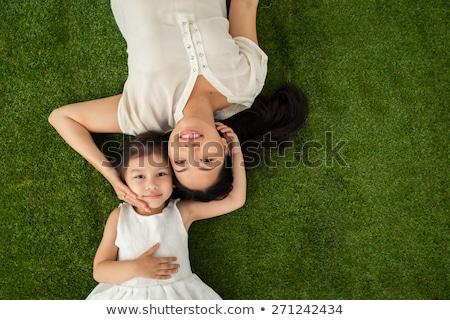 Foto stock: Madre · hija · mentir · hierba · nina · mujeres