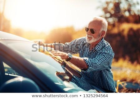 Oude man wassen auto man schoonmaken Europa Stockfoto © IS2