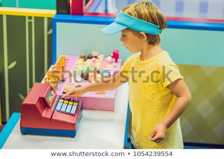 Kinderen spelen ijs verkoper winkel glimlach Stockfoto © galitskaya