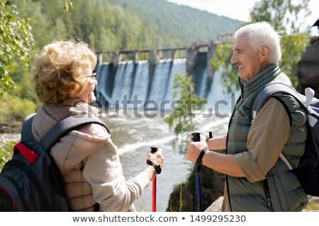 Feliz homem maduro mulher falante naturalismo ambiente Foto stock © pressmaster