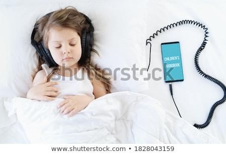Nina dormitorio teléfono vida femenino persona Foto stock © Lopolo