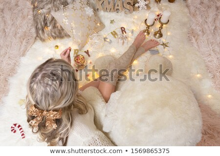 женщины еды попкорн Рождества время Сток-фото © lovleah
