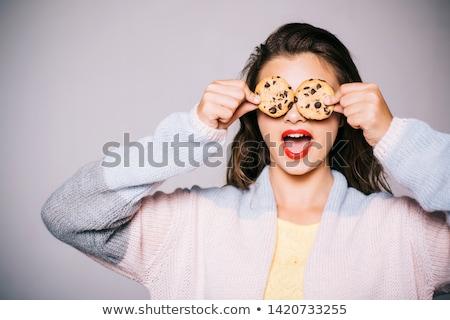mujer · comer · chocolate · chip · cookies - foto stock © marylooo