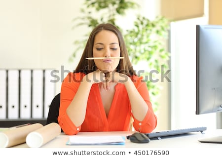 vervelen · vrouw · werken · laptop · jonge · vrouw · kantoor - stockfoto © photography33