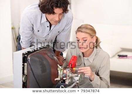 homem · assistindo · mulher · reparar · casa - foto stock © photography33