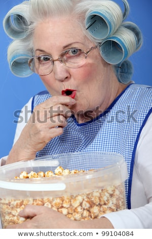 Nagyi eszik karamell pattogatott kukorica nő étel Stock fotó © photography33