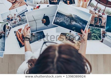 Obraz młoda kobieta fotograf spaceru ulicy Zdjęcia stock © deandrobot