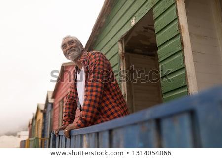 Felice senior uomo piedi Foto d'archivio © wavebreak_media