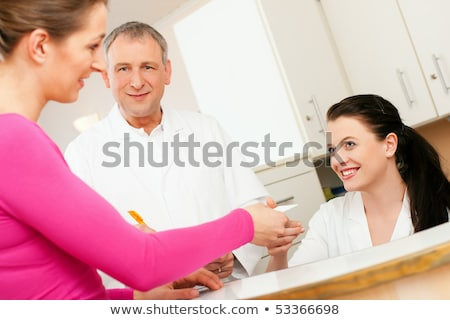 Infermiera reception appunti medici ospedale lavoro Foto d'archivio © IS2