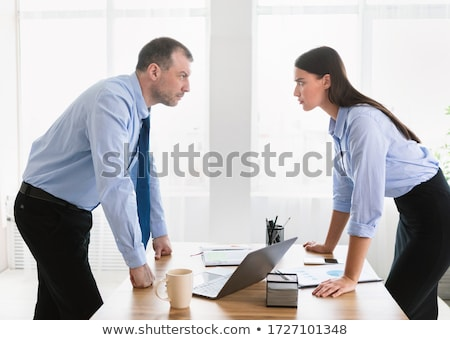 ストックフォト: 男 · 少女 · 紛争 · ジェンダー · 職場 · 実例