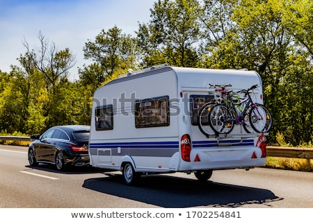 Caravana branco marrom céu árvore grama Foto stock © mariephoto