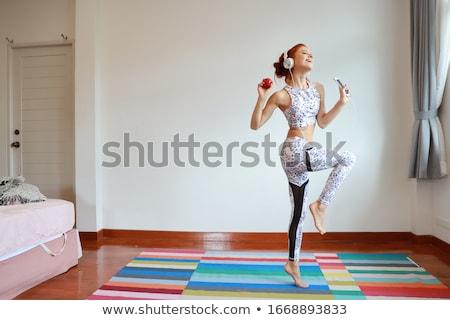 Stock fotó: Gyönyörű · karcsú · nő · zenét · hallgat · testmozgás · fehér