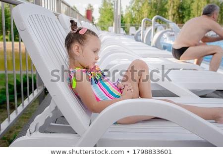 imádnivaló · gyerek · napozás · tengerpart · napszemüveg · társalgó - stock fotó © amok