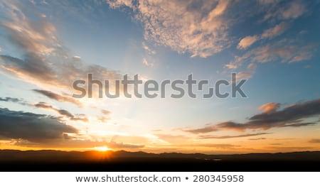 Donkere humeurig oranje zonsondergang hemel wild Stockfoto © morrbyte