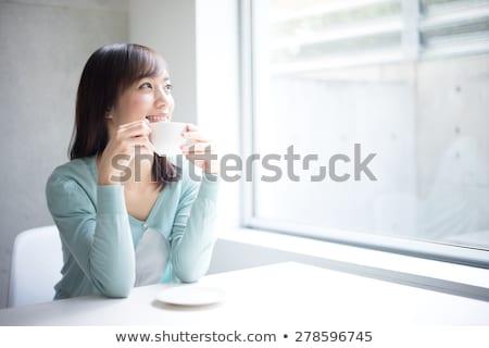 Foto stock: Pensando · jóvenes · Asia · caucásico · mujer · de · negocios · sonriendo