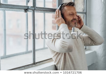 Férfi hallgat csukott szemmel portré adatbázis Stock fotó © IS2
