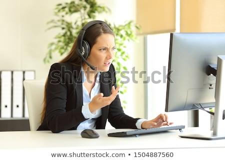 Supărat telefon operator agresiv setul cu cască Imagine de stoc © stokkete