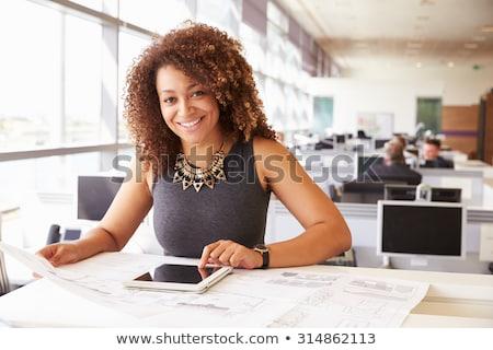 glimlachend · afrikaanse · zakenvrouw · kantoor · peinzend · jurk - stockfoto © dolgachov