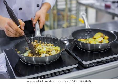 Cartof ceapă tigaie proaspăt roşii Imagine de stoc © YuliyaGontar
