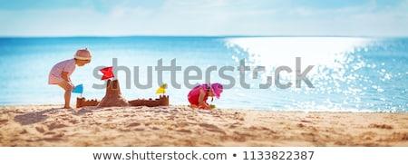 Gyerekek épület homokvár tengerpart tevékenység nyár Stock fotó © robuart