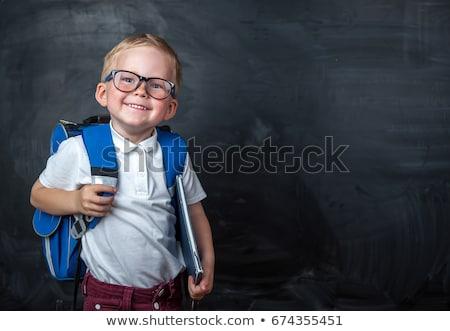 Szczęśliwy młody chłopak gotowy szkoły worek odizolowany Zdjęcia stock © get4net