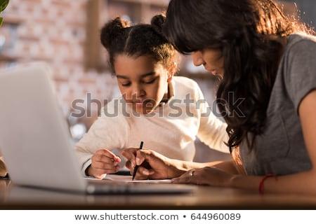 szczęśliwy · matka · pomoc · córka · praca · domowa · domu - zdjęcia stock © dacasdo