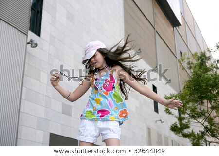 ストックフォト: ブルネット · 代 · 女の子 · ダンス · mp3 · ヘッドホン