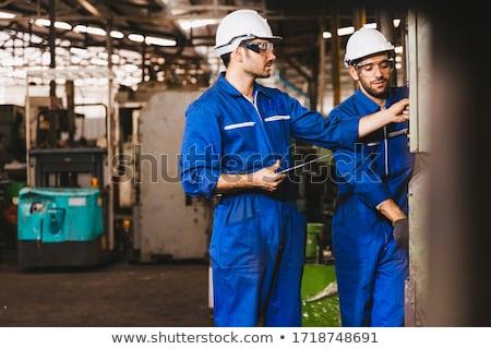 armazém · trabalhador · digital · comprimido · homem · óculos - foto stock © highwaystarz